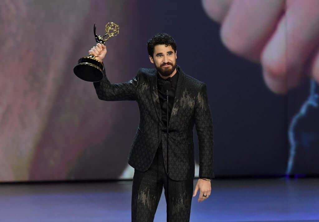 Darren Criss Raih Penghargaan EMMY AWARDS 2018 Pertamanya