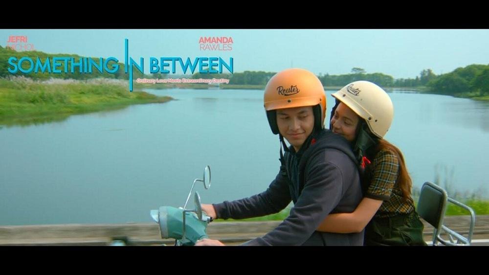 Cerita Romansa SMA Dalam Film SOMETHING IN BETWEEN Segera Tayang