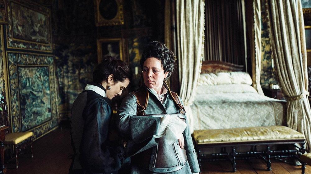 THE FAVOURITE – Persaingan Dua Teman Dekat Untuk Memenangkan Hati Sang Ratu