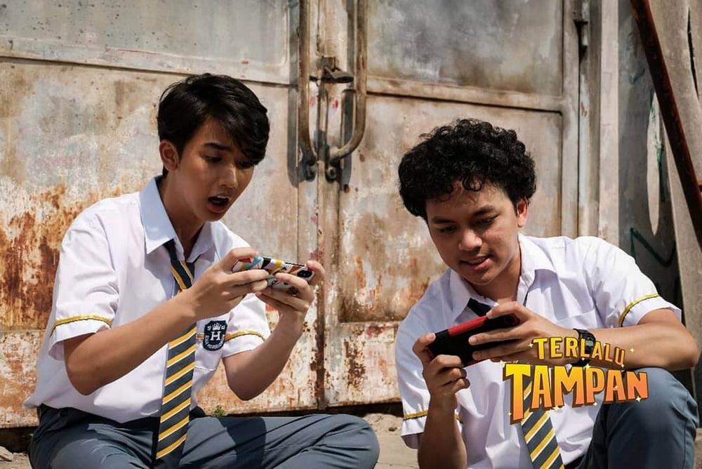 TERLALU TAMPAN – Film Komedi Adaptasi Komik Daring Siap Tayang