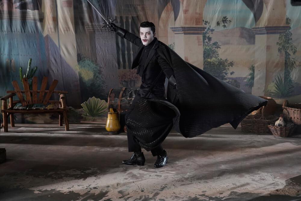 GOTHAM Episode Ace Chemicals Ungkap Prototipe Topeng Batman