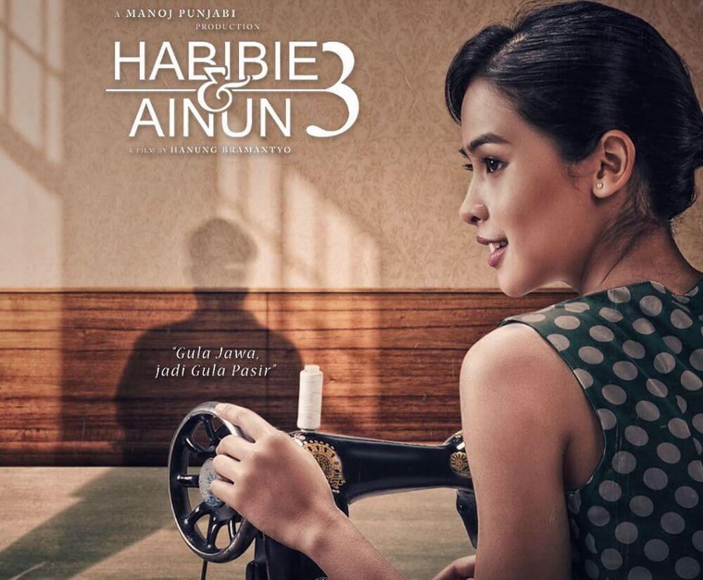"Pesona Maudy Ayunda Di Rilisan Poster ""Habibie & Ainun 3"""