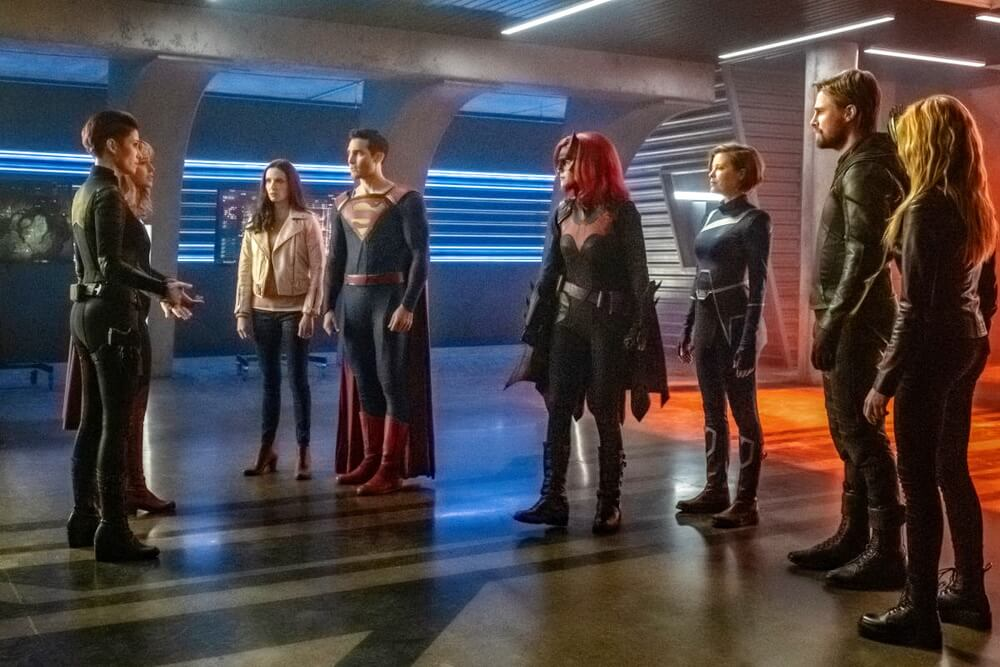 "The CW Pamer Foto Perdana ""Crisis on Infinite Earths"""