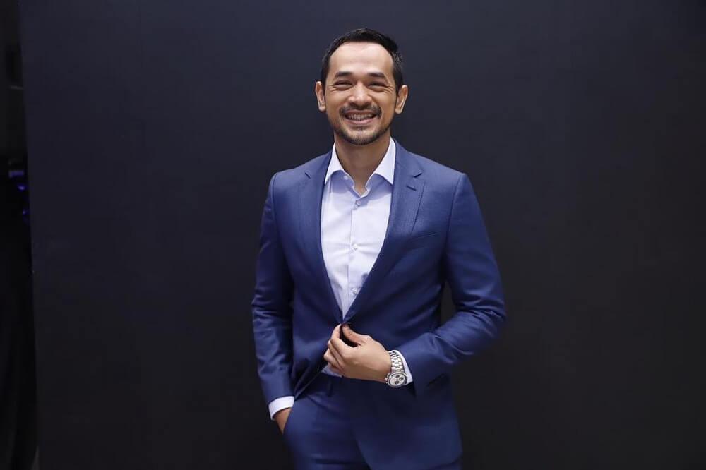 Oka Antara Raih Penghargaan Best Actor di AACA 2019