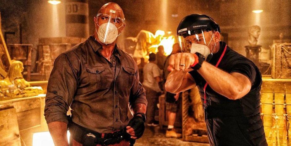 Dwayne Johnson dan Rawon Marshall Thurber dalam Red Notice