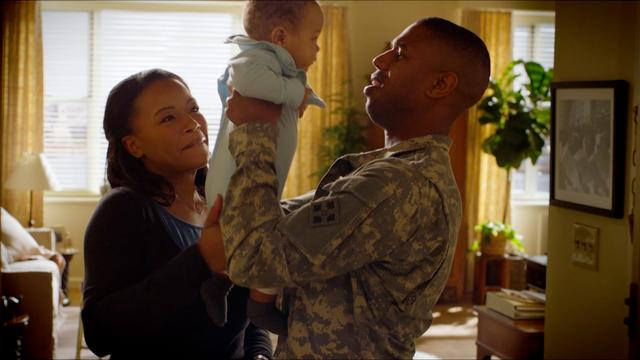 Michael B. Jordan dan Chante Adams dalam trailer A Journal for Jordan