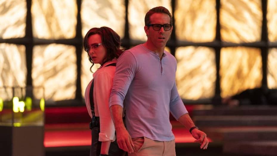 Ryan Reynolds dan Jodie Comer dalam Free Guy