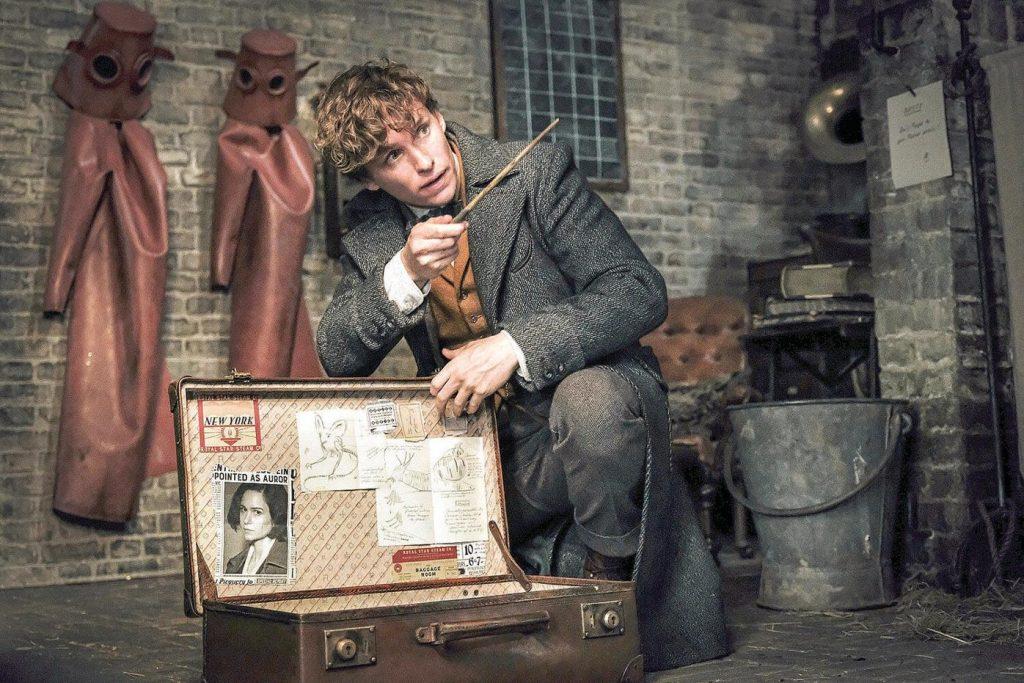 Eddie Redmayne sebagai Newt Scamander dalam Fantastic Beasts