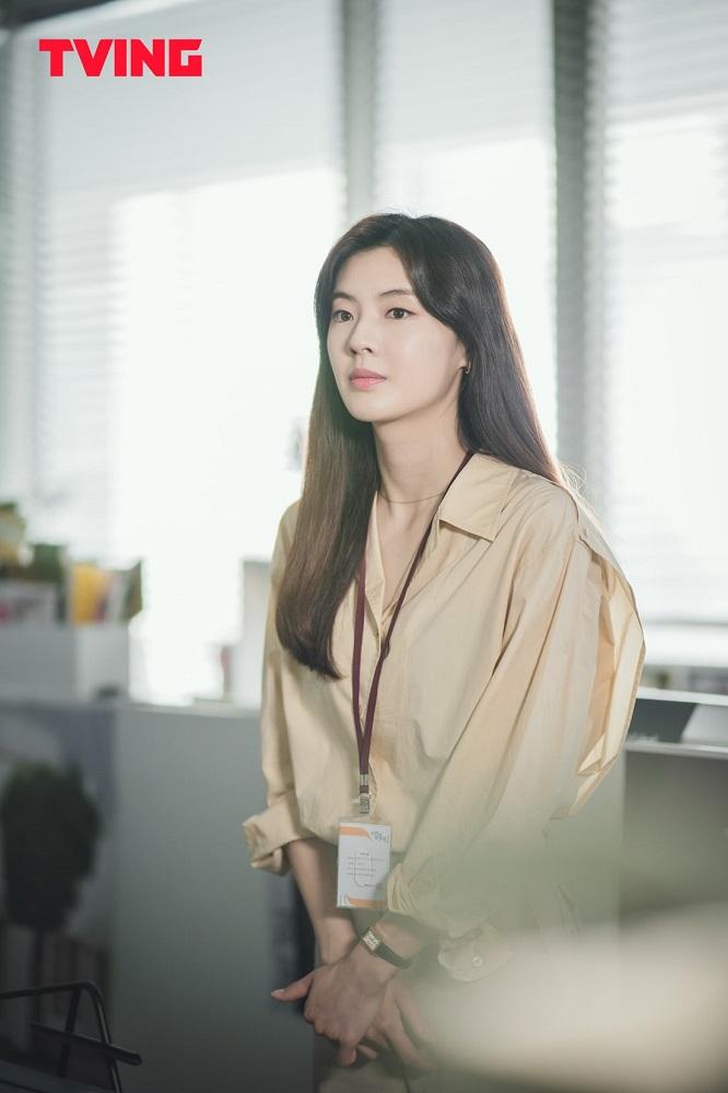 """Lee Sun Bin sebagai Ahn So Hee dalam """"City Girl Drinkers"""""""