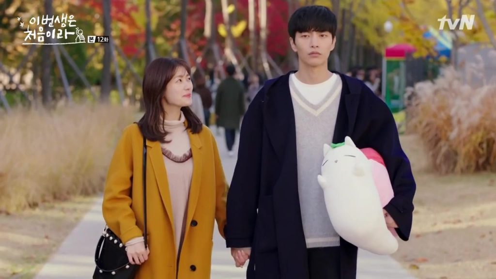Nam See He (Lee Min Ki) & Yoon Ji Ho (Jung So Min) dalam Because This is My FIirst Life