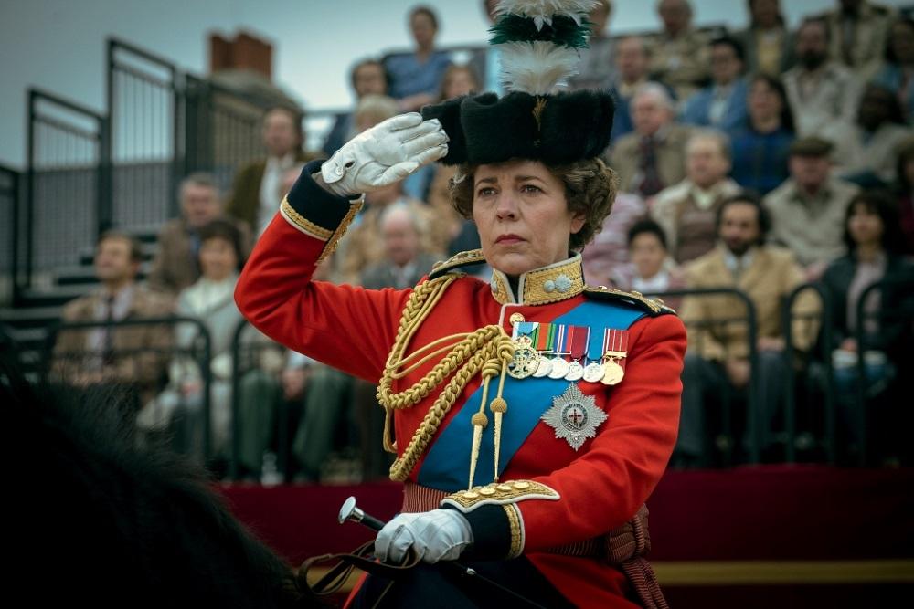 Olivia Colman sebagai Ratu Elizabeth II dalam The Crown