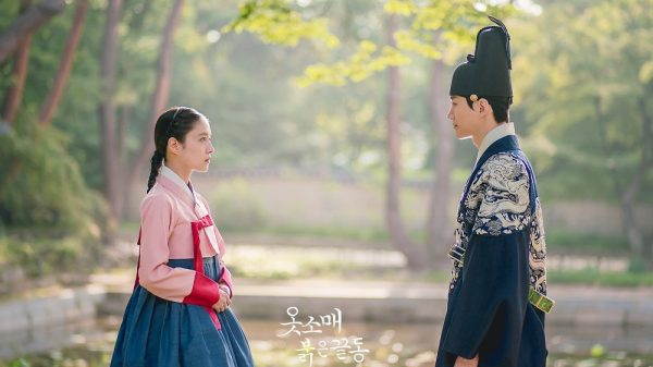 Jun Ho 2PM dan Lee Se Young dalam The Red Sleeve Cuff