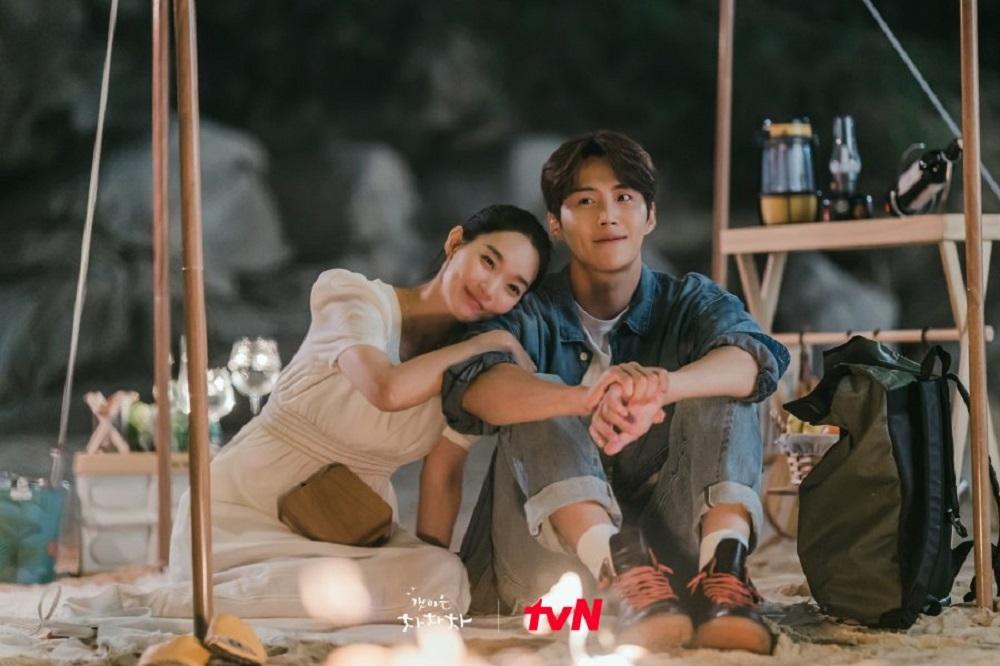 Shin Min Ah dan Kim Seon Ho dalam Hometown Cha-Cha-Cha